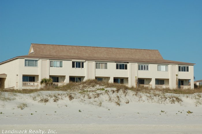 Four Winds is an beachfront complex with ocean front condos, ocean view condos or non ocean view units.