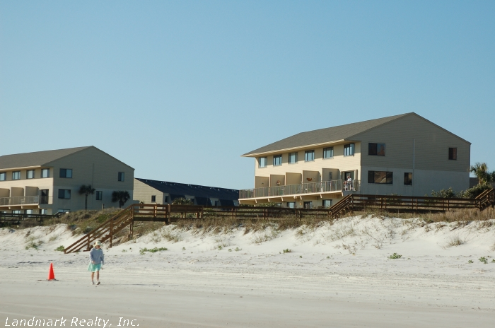 Click here to enlarge the picture of Summerhouse Condos from beach