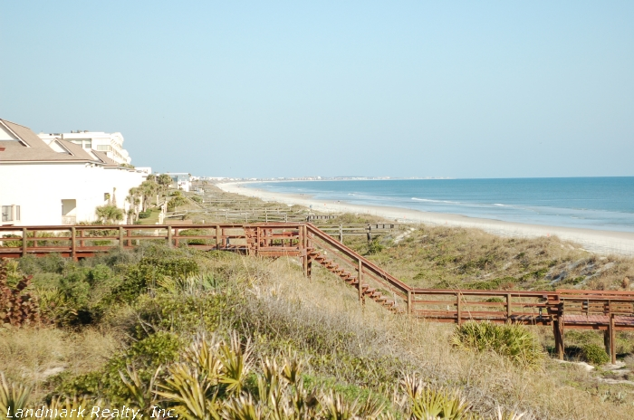 Click here to enlarge the picture of Summerhouse Condos sand dunes and beach walkway