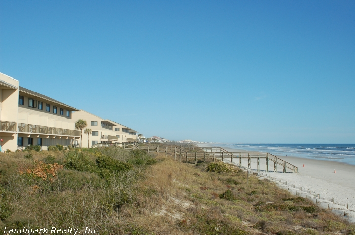 Click here to enlarge the picture of Summerhouse Condos sand dunes