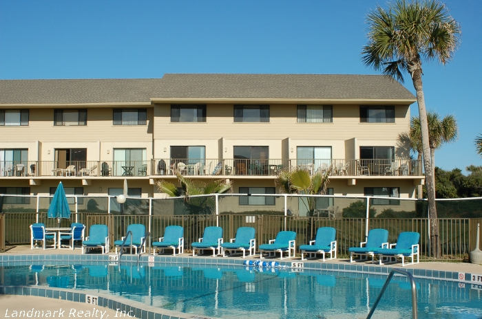 Click here to enlarge the picture of Summerhouse Condos pool area