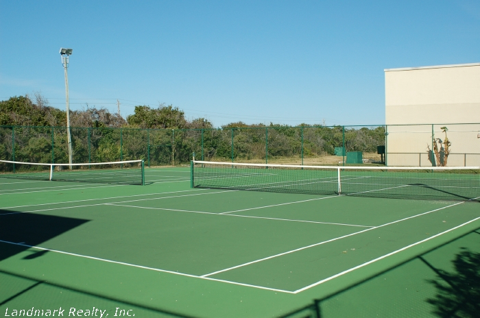 Click here to enlarge the picture of Summerhouse Condos tennis courts