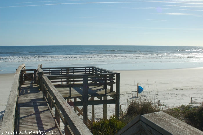 Click here to enlarge the picture of Summerhouse Condos beach access