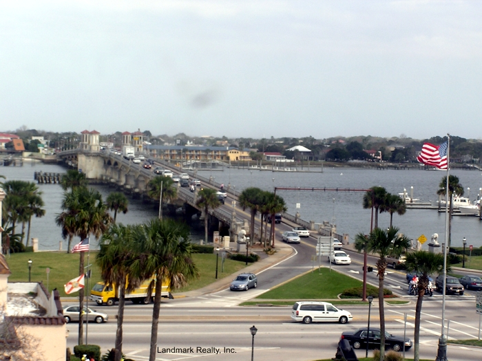Click here to enlarge the picture of bridge in downtown Saint Augustine