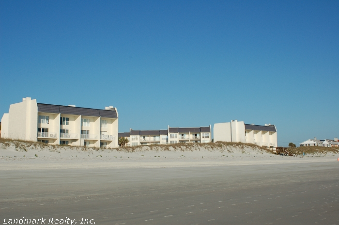 Click here to enlarge the picture of Tradewinds Condos from beach