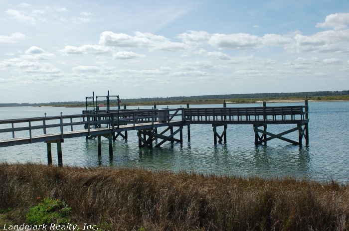 Click here to enlarge the picture of the fishing pier at Tradewinds Condos