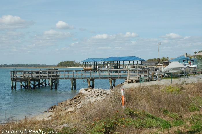 Click here to enlarge the picture of an intracoastal waterway dock