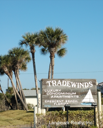 Tradewinds offers several floor plans, town homes (2 levels) and flats (1 level), ranging in size from about 950 - 1254 square feet.