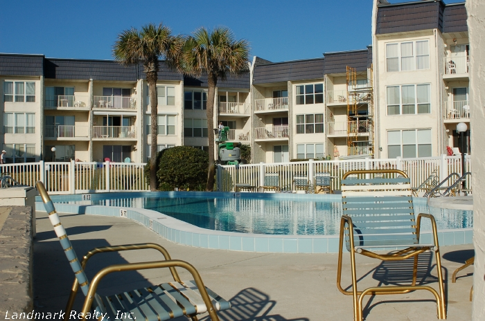 Click here to enlarge the view of Tradewinds Condos pool area