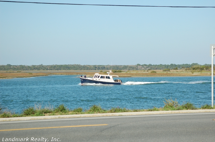 Click here to enlarge the boat on the intracoastal waterway