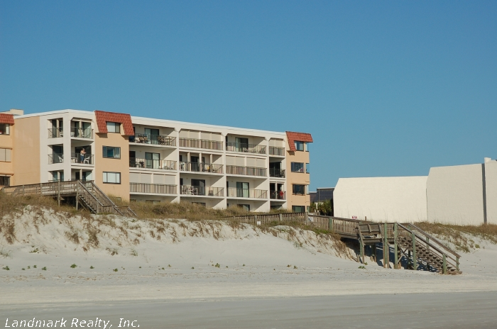 Click here to enlarge the picture of Windjammer Condos from the ocean