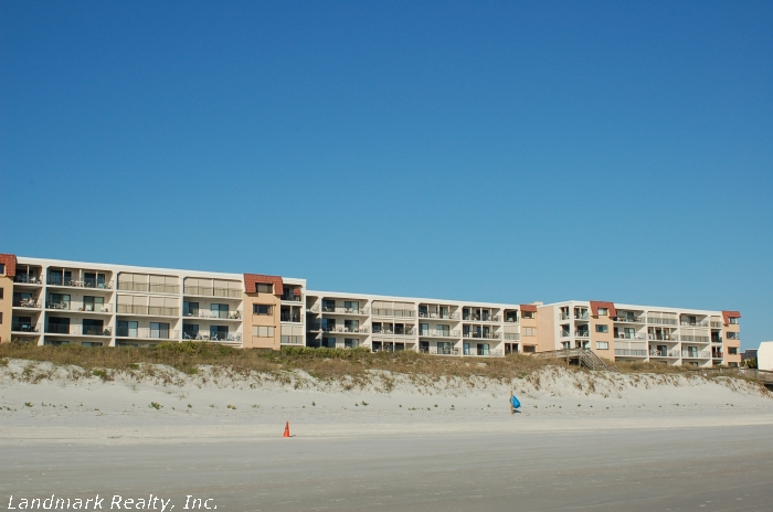 Click here to enlarge the picture of Windjammer Condos oceanfront