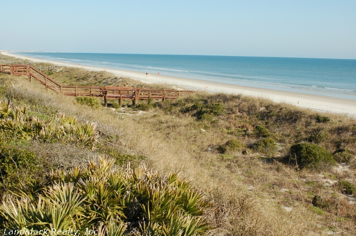 Click here to enlarge the sand  dunes and beachwalk at Windjammer Condos
